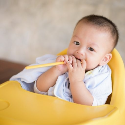 toddler eat baby food sitting upright showing they are developmentally ready